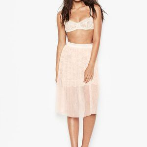 new victoria's secret tulle and lace skirt m